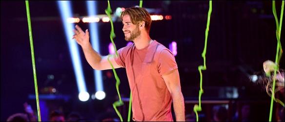 Liam-Hemsworth-Kids-Choice-2015 (8)