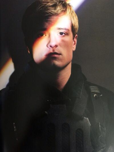 Photographs-From-Hunger-Games-peeta (1)